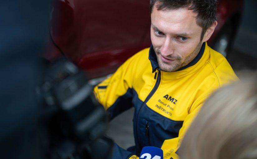 041 – Borut Prosenc in inštruktor v AMZS Centru varne vožnje